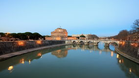 Nachtdalingen gezoem San Angelo, Rome, Italië Tijd stock video