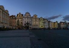 Nachtdalingen op Oud Stadsvierkant, Praag Royalty-vrije Stock Foto