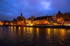 Nachtdamm, die Stadt von Gdansk, Polen lizenzfreies stockbild