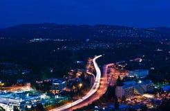 Nachtdatenbahn I-405 lizenzfreie stockfotos