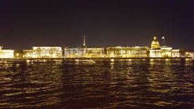 Nachtdijk van St. Petersburg stock afbeelding