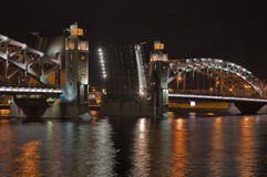 Nachtdrawbridge Stockbild