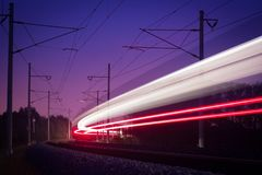 Nachteisenbahnen Stockfoto