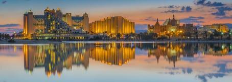 Nachtelijke mening over het centrale strand van Eilat, Israël Royalty-vrije Stock Afbeelding