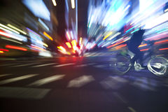 Nachtfahrrad-Fahrt Lizenzfreie Stockfotos