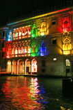 Nachtfarbenleuchten von Venedig Stockfoto