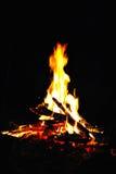 Nachtfeuer/Feuer im Freien Stockfotografie
