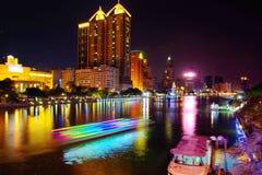 Nachtfluß in Kaohsiung, Taiwan Lizenzfreie Stockfotos