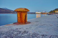 Nachtfoto des Dammes von Argostoli-Stadt Stockbild