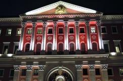 Nachtfoto van de Stadsbeleid die van Moskou op Tverskaya-Straat in Moskou voortbouwen Royalty-vrije Stock Foto's