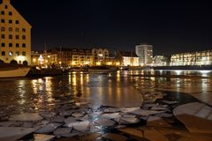 Nachtfoto van hoofdstraat van poetsmiddelstad Gdansk royalty-vrije stock foto