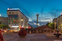 Nachtfoto van Onafhankelijkheidsvierkant en het monument van Hagia Sophia in stad van Sofia, Bulgarije Royalty-vrije Stock Foto's