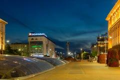 Nachtfoto van Onafhankelijkheidsvierkant en het monument van Hagia Sophia in stad van Sofia, Bulgarije Royalty-vrije Stock Afbeeldingen