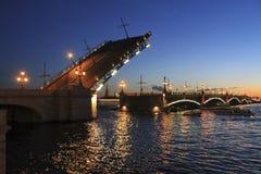 Nachtgang in St. Petersburg royalty-vrije stock fotografie
