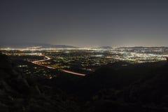 Nachtgipfel-Ansicht Los Angeless Kalifornien von San Fernando Valley lizenzfreie stockfotografie