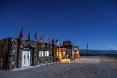 Nachthemel boven herbouwde koele de Lentespost op historische route 6 Royalty-vrije Stock Afbeelding