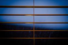 Nachthemel door mijn vensterzonneblinden Stock Fotografie
