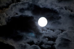 Nachthemel met maan en wolk Stock Foto