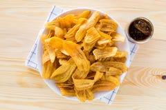 Nachtisch, Bananenchips und Getränke Stockfotos