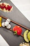 Nachtisch der Schokolade und der Frucht Stockbild