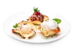 Nachtisch, Eiscreme drei Arten, Creme brulee, Schokolade und vani Stockbild