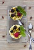 Nachtisch mit Beeren Stockfotografie