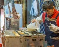 Nachtisch-Verkäufer am Nachtmarkt in Taipeh lizenzfreie stockfotografie