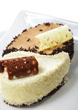 Nachtisch - Yin-Yang-Kuchen Lizenzfreie Stockfotos