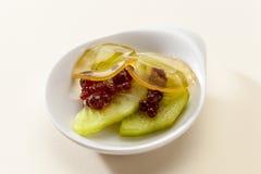 Nachtischkiwi und rote Beeren im Gelee Stockfotografie