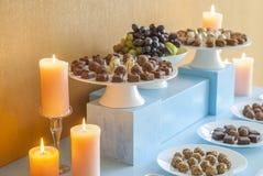 Nachtischtabelle für ein Hochzeitsfest lizenzfreies stockfoto