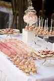 Nachtischtabelle für ein Hochzeitsfest lizenzfreie stockfotografie