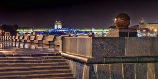 Nachtkai von Moskau Stockfotografie