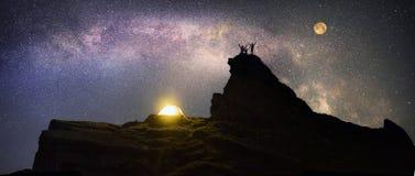 Nachtklettern lizenzfreie stockfotografie