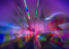 Nachtklub oder Rockkonzerttanzen Stockbild