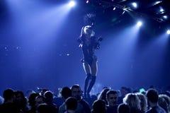 Nachtklubparty mit reizvollen Tänzern Lizenzfreie Stockfotografie