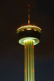 Nachtkontrollturm stockfoto