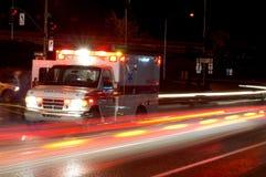 Nachtkrankenwagen Stockfoto