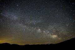 Nachtlandschaft der Milchstraße Stockbild