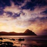 Nachtlandschaft mit Sternen und Kumuluswolken Lizenzfreie Stockbilder