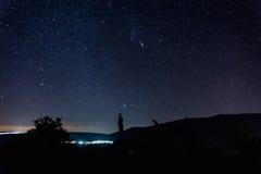Nachtlandschaft mit sternenklarem Himmel in EL Torno, Jertes-Tal, Cace lizenzfreie stockfotografie