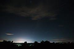Nachtlandschaft mit Sternfeld über Udonthani-Stadt Lizenzfreie Stockfotografie