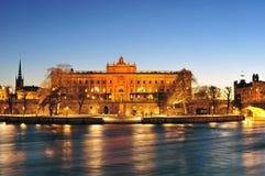 Nachtlandschaft Royal Palaces in der alten Stadt (Gamla Stan) i Stockbild