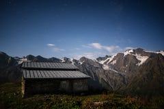 Nachtlandschap in de bergen Royalty-vrije Stock Afbeelding
