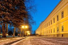 Nachtlandschap in het park van het Kremlin in Veliky Novgorod, Rusland Stock Afbeelding
