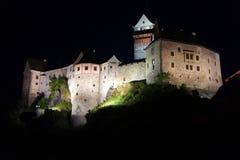 Nachtlandschap van het kasteel stock afbeelding