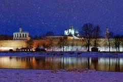 Nachtlandschap van Veliky Novgorod het Kremlin, Rusland Stock Foto's
