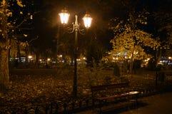Nachtlaternenbeleuchtung in Odessa, Ukraine Stockfotos