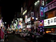 Nachtleben in Nampo-Dong-Straße Stockbilder