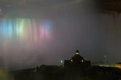 Nachtlicht über Niagara Falls Lizenzfreie Stockfotografie