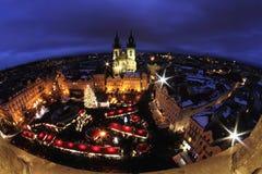 Nachtlicht in Praag Kerstmismarkten in Oud de Stadsvierkant van Praag Stock Afbeelding